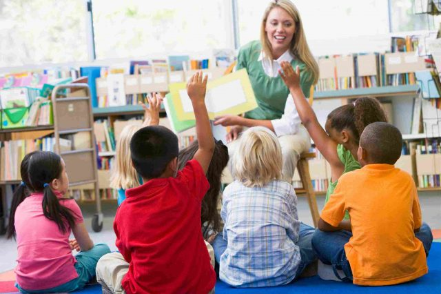 STEM-reading-in-kindergarten-class